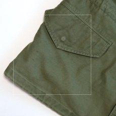 右裾ポケット下に薄っすら黒いシミ